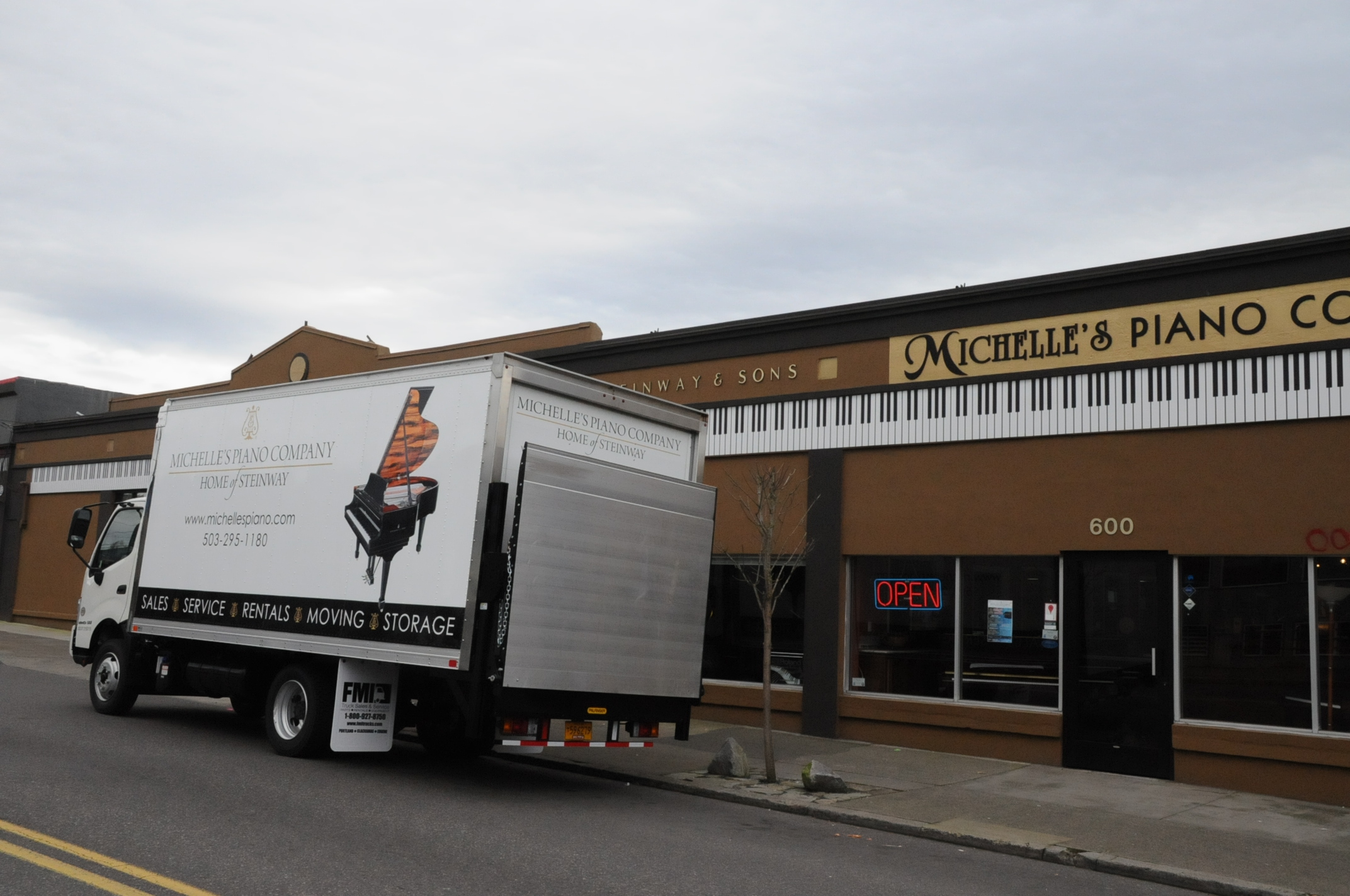 Piano Moving Truck in Portland OR from Michelles Piano - pic 1