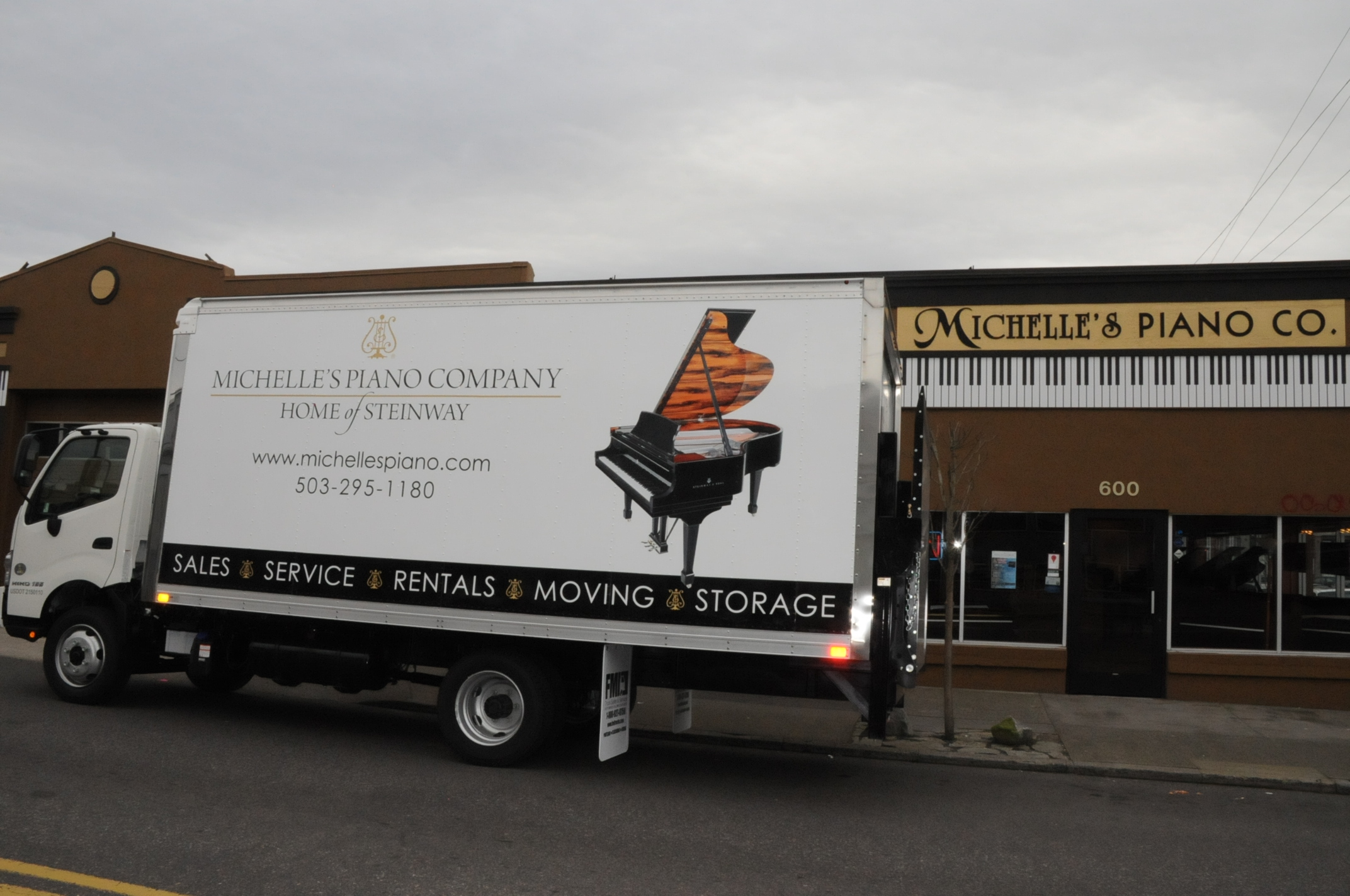 Piano Moving Truck in Portland OR from Michelles Piano - pic 3