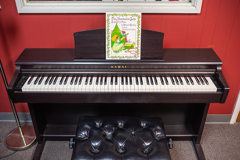 portland-piano-lessons-piano-room-at-michelles-piano-in-portland-or-pic5